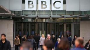 La BBC expresó su decepción con la medida que se aplica en China continental, donde el canal ya está censurado y limitado a los hoteles internacionales