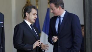 David Cameron na Birtaniya yana ganawa da  Nicolas Sarkozy na Faransa