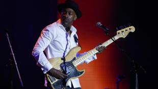 Le compositeur et bassiste Marcus Miller se produit le jeudi 30 avril 2015 à Paris dans le cadre de la 4e Journée internationale du jazz.