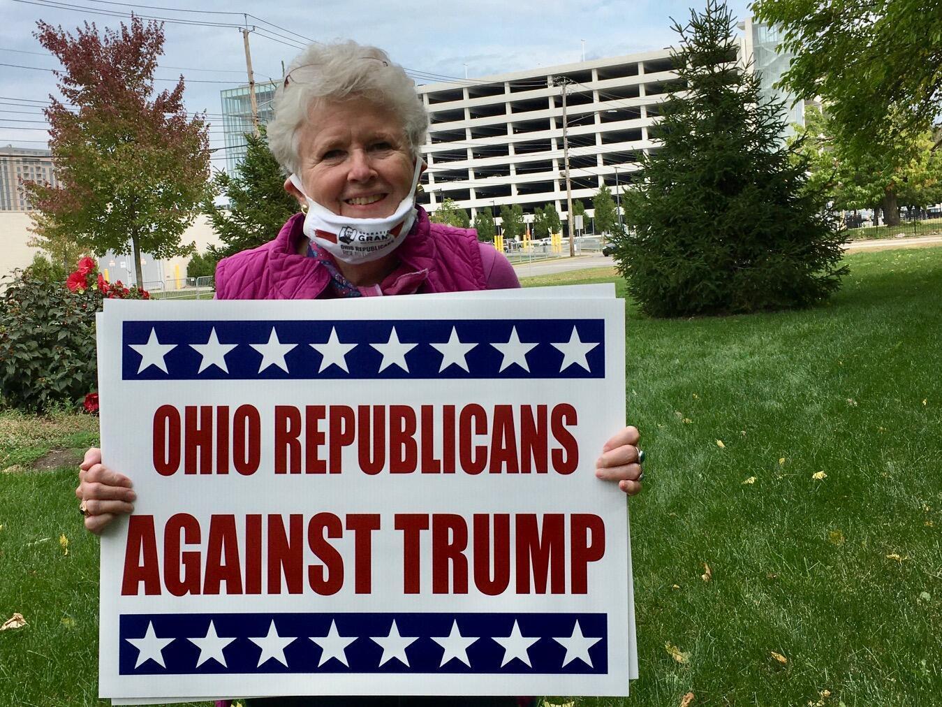 Ancienne adjointe du procureur général en Ohio, Michael Ann Johnson a le même âge que Donald Trump. Elle estime que le président a porté atteinte à la démocratie américaine.