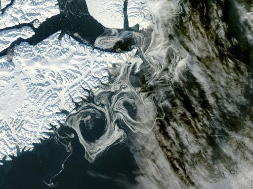 格陵兰位于北大西洋和北冰洋之间