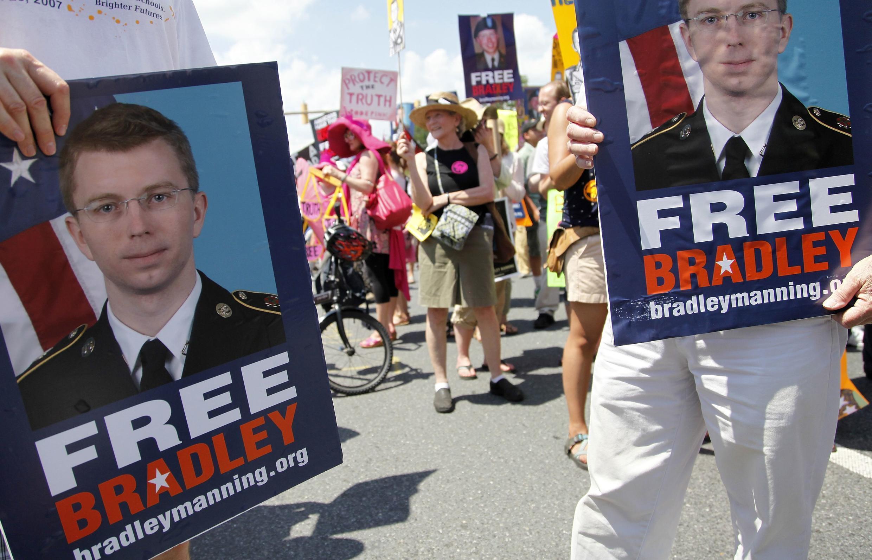 Une manifestation de soutien au jeune soldat accuse d'être la « taupe » de WikiLeaks a été organisée devant Fort Meade, le 1er juin, avant l'ouverture du procès de Bradley Manning, ce lundi 3 juin.