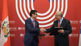 El Ministro de Economía de Perú, David Tuesta y el Secretario General de la OCDE, Angel Gurría, en la OCDE, 28 de mayo 2018, Paris