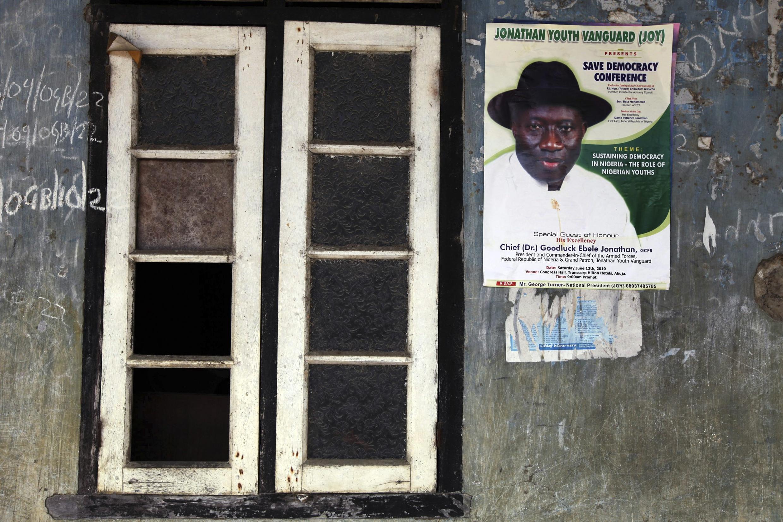 Un poster dans la région du Delta du Niger, à Oloibiri, où la population espère que Goodluck Jonathan  pourra être candidat à sa succession.