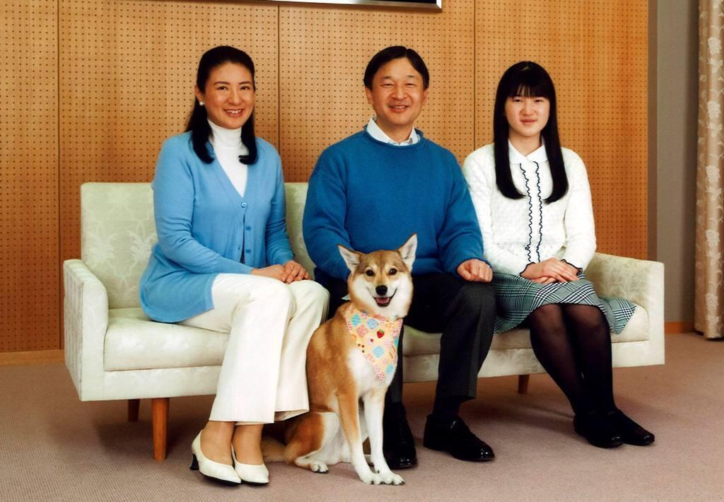A princesa Masako, o príncipe Naruhito e a filha Aiko.