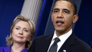 Ao lado da secretária de Estado Hillary Clinton, Barack Obama comenta os avanços alcançados nas negociações com a Rússia para a redução do arsenal nuclear dos dois países.