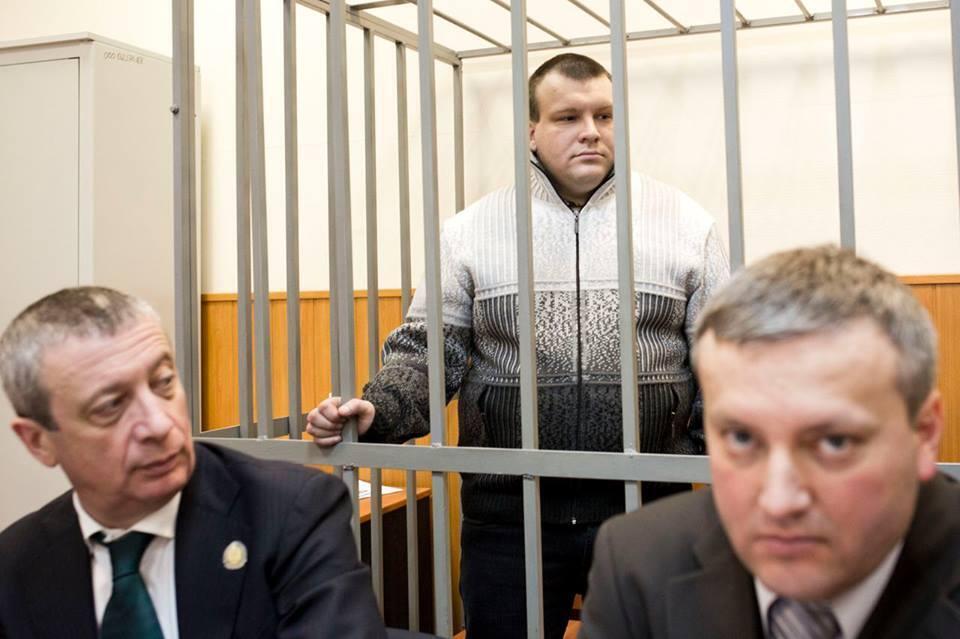Николай Кавказский и его адвокаты в зале суда