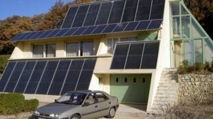 La maison solaire de Jean-Michel Servant a été optimisée pour ne pas avoir besoin d'énergies fossiles.