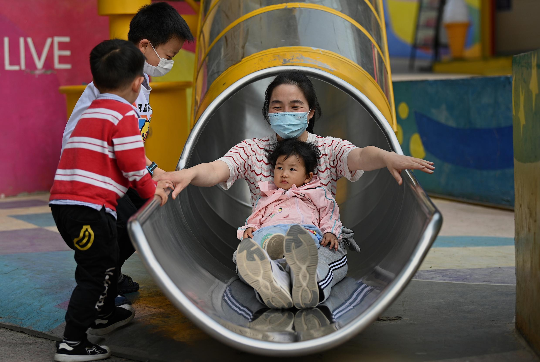 سیاستهای فرزندآوری در چین تغییر کرد: خانوادههای میتوانند صاحب سه فرزند باشند.