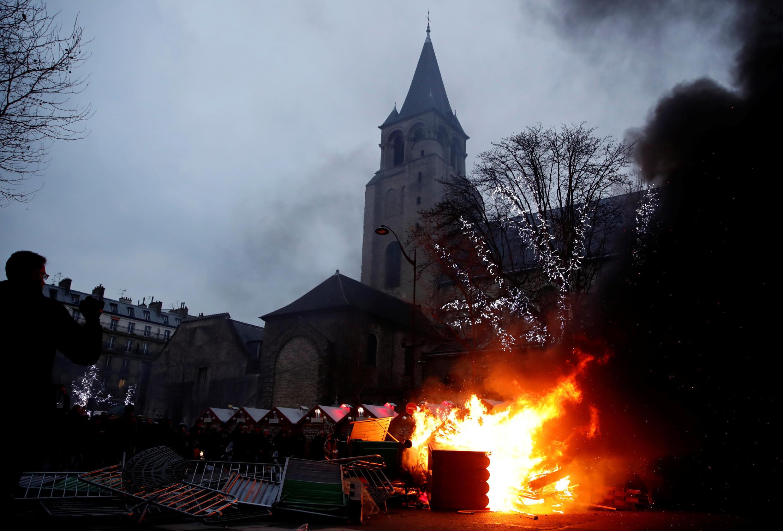 Atos de vandalismo foram registrados na feira de Natal diante da igreja de Saint-Germain-des-Prés