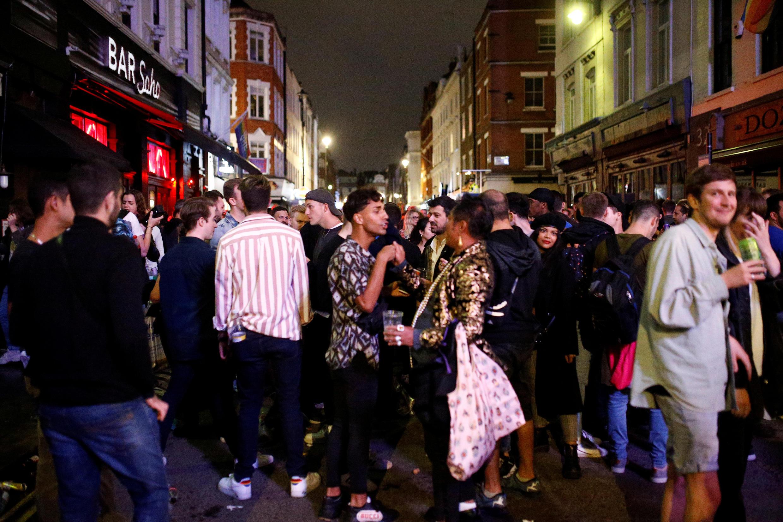 Multidões se reuniram no bairro de Soho, um dos mais animados de Londres.