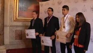 Les 4 meilleurs ouvriers de France au Sénat dont Gurmit Singh, (2 G) peintre applicateur de revêtement.