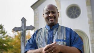 Le prêtre érythréen Mussie Zerai, qui aide les migrants qui cherchent à rejoindre l'Europe, est l'une des trois personnalités africaines du classement du Time magazine.