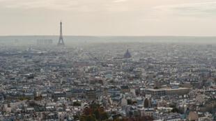 A Paris (image d'illustration) le ciel est moins chargé en dioxyde d'azote en raison du confinement et donc de la rédaction du trafic automobile et des activités industrielles.