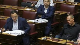 Các chủ nợ yêu cầu Hy Lạp cải tổ Luật Dân sự và các ngân hàng - REUTERS /Yiannis Kourtoglou