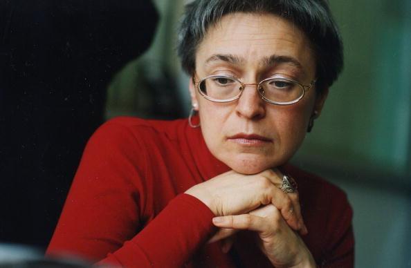 Анна Политковская была убита 7 октября 2006 года в подъезде своего дома в Москве.