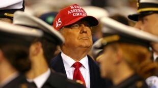 A Câmara dos Representantes dos EUA aprovou dois artigos de acusação a Trump