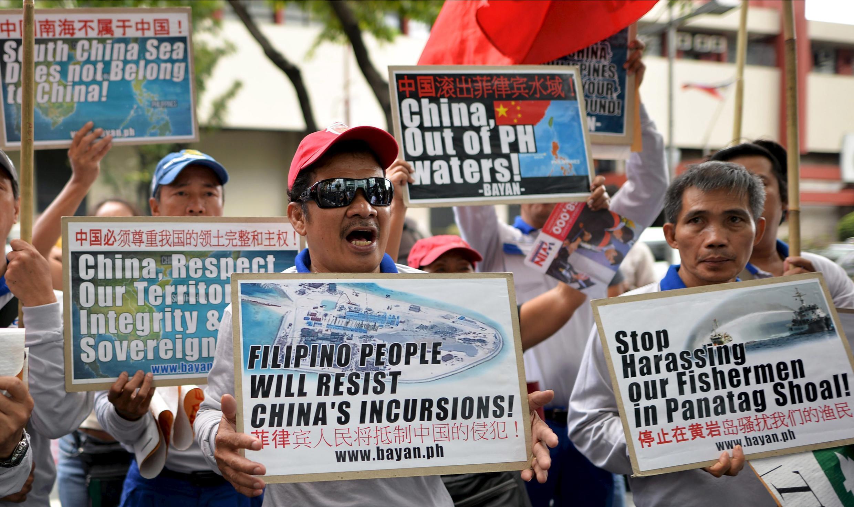 Người dân Philippines biểu tình phản đối Trung Quốc về tranh chấp biển đảo tại Biển Đông, Manila, ngày 12/11/2015.