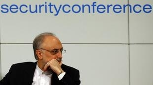علیاکبر صالحی- وزیر خارجۀ جمهوری اسلامی ایران، در چهلونهمین کنفرانس امنیت مونیخ. ١٥ بهمن/ ٣ فوریه ٢٠١٣