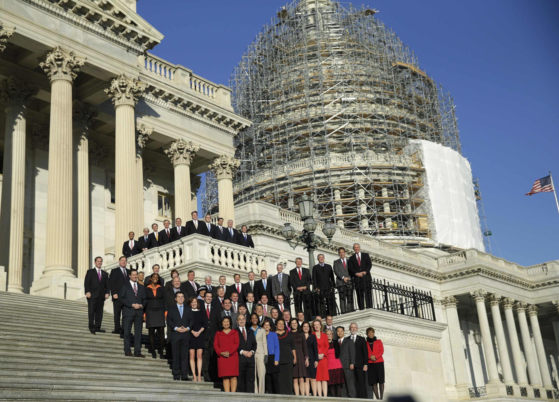 عکس جمعی اعضای جدید کنگره درمقابل ساختمان کنگره.