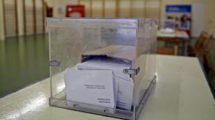 Une urne dans un bureau de vote d'une école de Barcelone le 25 septembre 2015. L'Espagne s'apprête à voter ce dimanche pour renouveler son parlement.