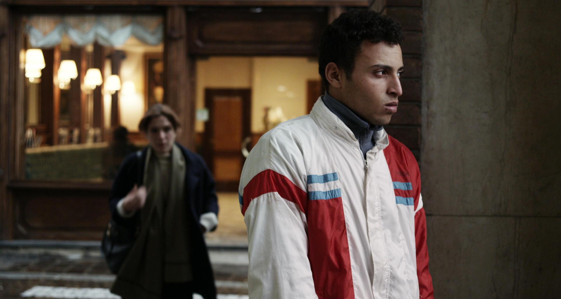 """O migrante marroquino Faysal Abbaoui interpreta um migrante marroquino no filme italiano 'In Un Posto Bellissimo"""", de Giorgia Cecere."""