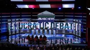 Lors du débat organisé par la chaîne NBC News à l'occasion de la primaire démocrate, le 19 février 2020 à Las Vegas.