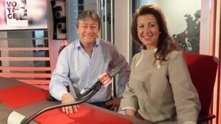 La cantante uruguaya Ana Karina Rossi co n Jordi Batallé en RFI