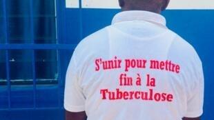 T-shirt de sensibilisation au combat contre la tuberculose.