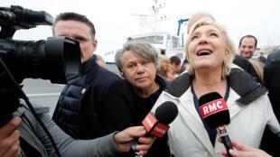 Marine Le Pen en un acto de campaña entre las dos vueltas de las presidenciales