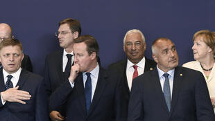 Le Premier ministre britannique David Cameron (c) entouré de ses homologues : Angela Merkel, Antonio Costa, Bohuslav Sobotka, Miro Cerar, Robert Fico, Rosen Plevneliev, à Bruxelles, le 28 juin 2016.