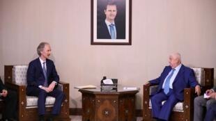 Ngoại trưởng Syria (trái) Walid Maollem tiếp đặc sứ LHQ về Syria Geir Pedersen tại Damas ngày 23/09/2019.