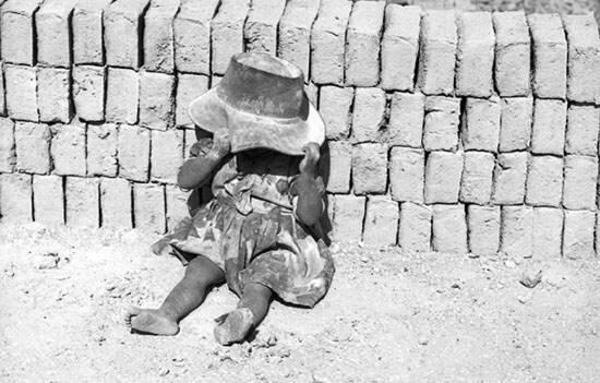 """Le documentaire """"Les Briquetiers"""" sur le travail des enfants en Colombie est le premier film de Marta Rodriguez et Jorge Silva."""