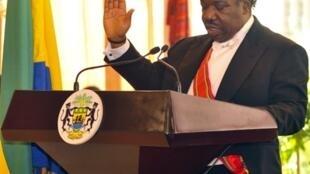 Ali Bongo prête serment, le 16 octobre 2009.
