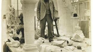 Auguste Rodin en su taller. (E. Druet).