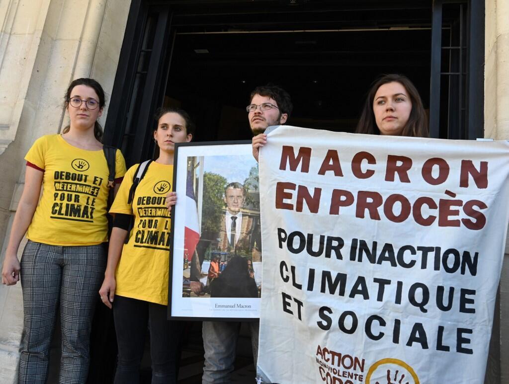 Các nhà tranh đấu môi trường trước tòa thị chính Saint-Ouen (ngoại ô Paris) với bức ảnh 133 của tổng thống Macron, ngày 11/09/2019.