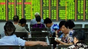 Thị trường chứng khoán Trung Quốc ngày 03/08/2015 lại sụt giảm.