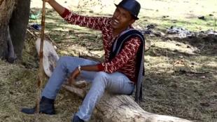 Captura de ecrã de vídeo do sucesso de Hachalu Hundessa de 2015, Maalan Jira