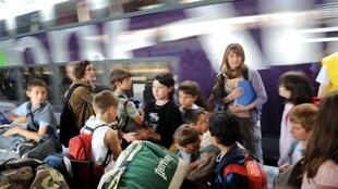 Pesquisas mostram que mais de um terço dos franceses vão ficar em casa durante o verão.