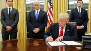 Le président américain, Donald Trump et son vice-président Mike Pence dans le bureau ovale de la Maison Blanche.