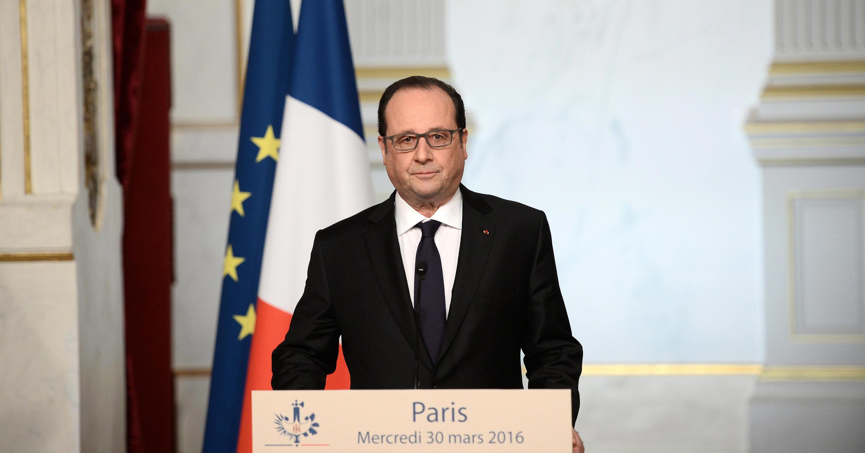 Presidente francês anuncia desistir da revisão constitucional