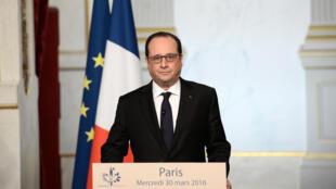 فرانسوا هولاند، رئیس جمهوری فرانسه، اعلام کرد که شرایط لازم برای تجدید نظر در قانون اساسی فراهم نیست.٣٠ مارس/ ١١ فروردین