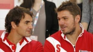 Os suíços Roger Federer e Stanislas Wawrinka que ganharam os franceses Benneteau e Gasquet na corrida para a Taça Davis