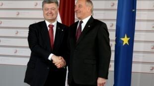 Президент Украины Петр Порошенко и президент Латвии Андрис Берзинш, 21 мая 2015 год Рига.