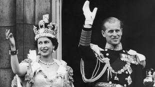 2 juin 53, Elizabeth devient Reine du «Royaume-Uni mais aussi du Canada, Australie, Nouvelle-Zélande, et quatorze autres membres du Commonwealth des nations.