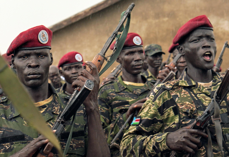 Des membres des forces de défense sud-soudanaises, anciennement appelée l'Armée populaire de libération du Soudan, lors d'une formation près de Juba, le 26 avril 2019.