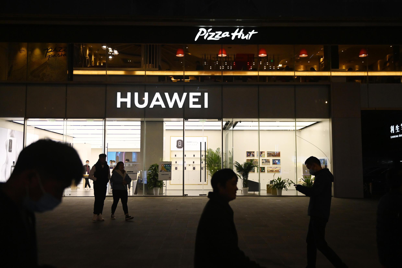 华为被美国指责为国家安全风险,华盛顿一直在努力阻止其获得关键供应。Huawei has been accused by the US of being a national security risk and Washington has worked to block its access to key supplies