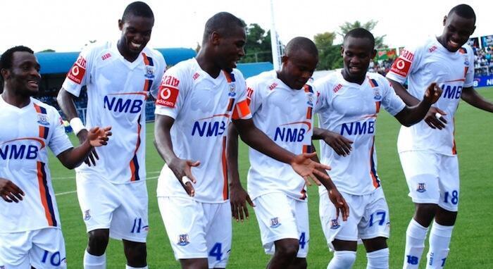Wachezaji wa Azam FC wakisherehekea baada ya kuifunga Esperence de Tunis mabao 2 kwa 1