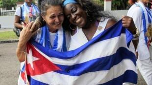 Les dissidentes cubaines Haydee Gallardo et Sonia Garro, récemment libérées et photographiées le 11 janvier 2015 à La Havane.