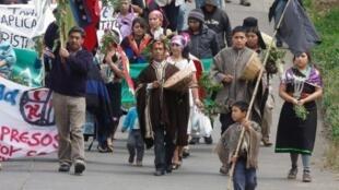 Manifestation d'Indiens mapuches devant la Cour de justice de Canete, à 500 kilomètres au sud de Santiago du Chili, pour réclamer la libération des 4 Mapuches, en grèves de la faim.